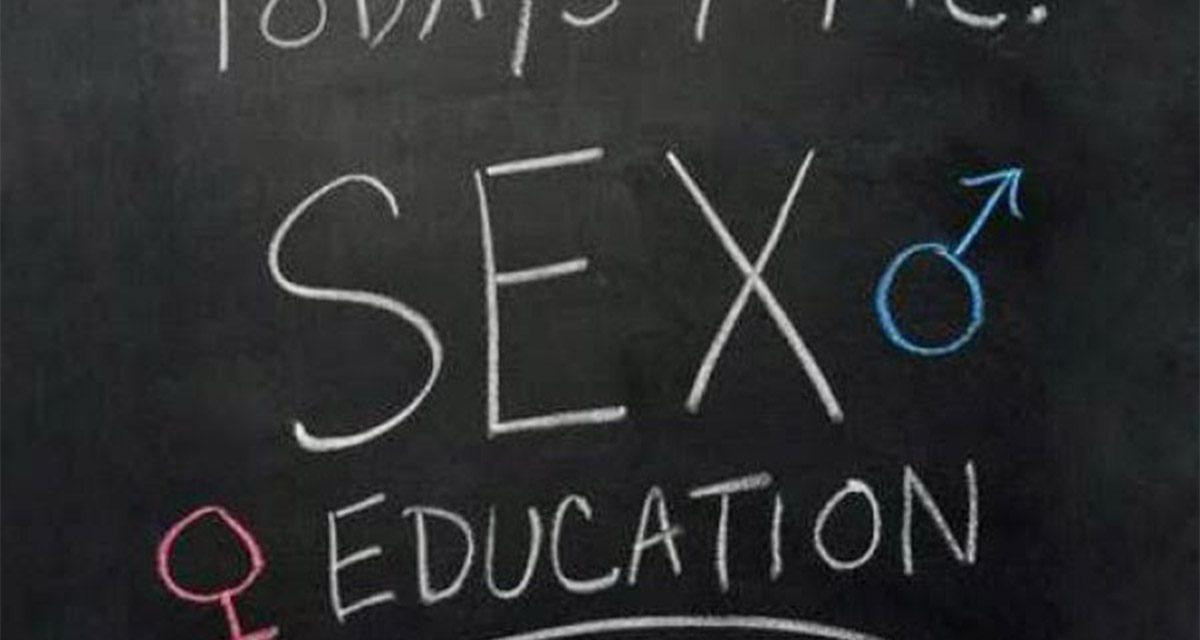 Onderzoek doen in een klas giebelende tieners