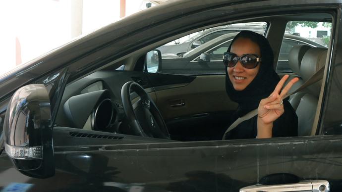 Een Saudische vrouw achter het stuur. Binnenkort zullen alle Saudische vrouwen dit mogen