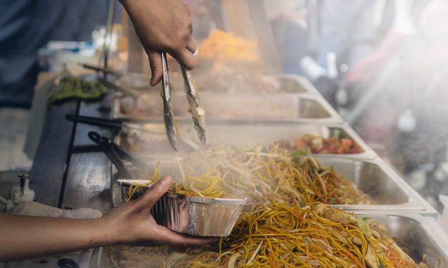 Honger? Geen idee wat je wilt eten? Eet in een foodhal in Den Haag