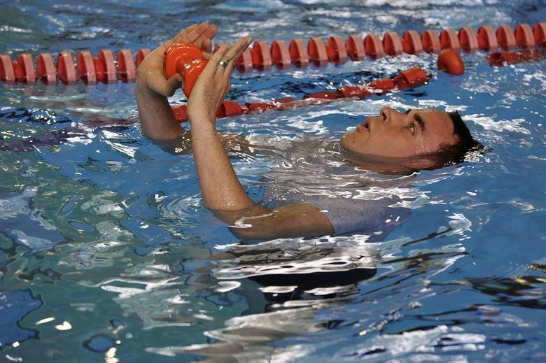 In eerste instantie is stagelopen als watertrappelend een gewicht omhoog houden. Niet makkelijk!