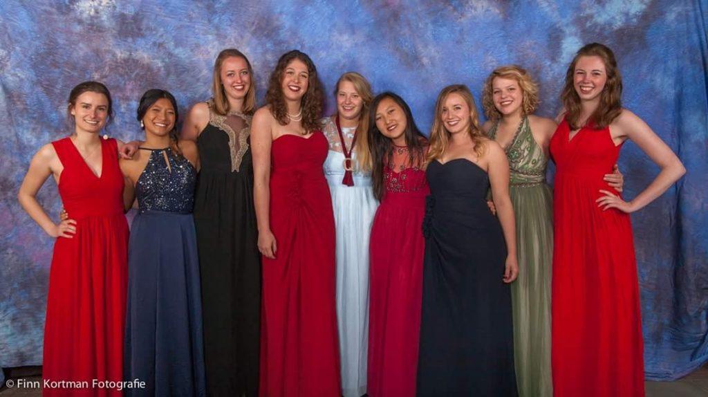 Met vriendinnen op de foto tijdens het Quintus gala 2017