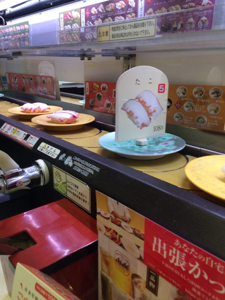 Sushi-restaurant met een lopende band.