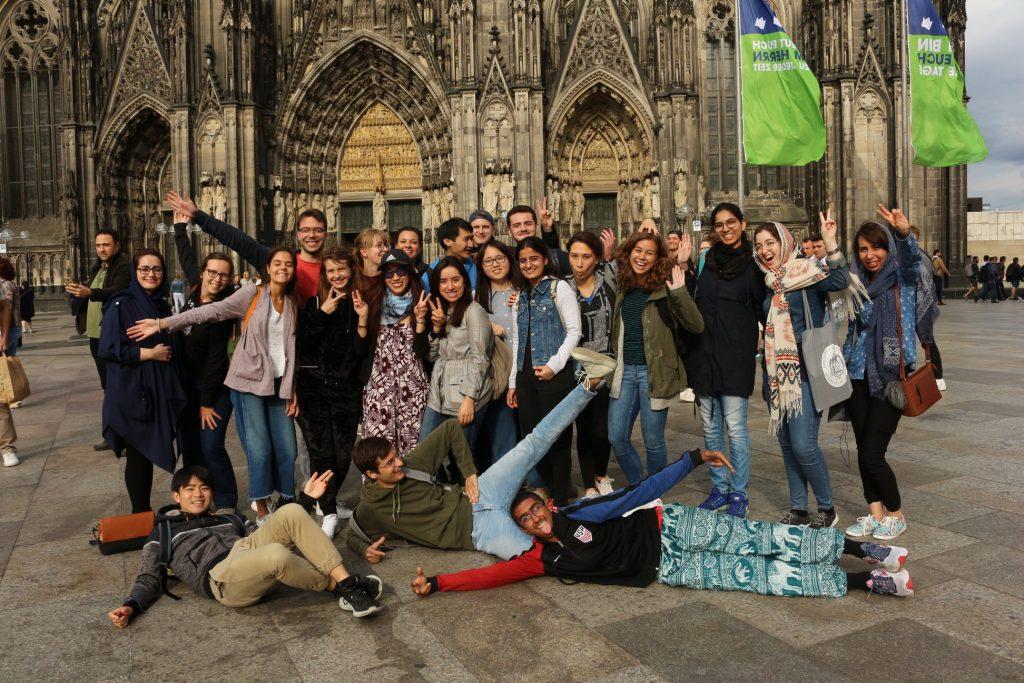 Groepsfoto bij de Dom van Keulen