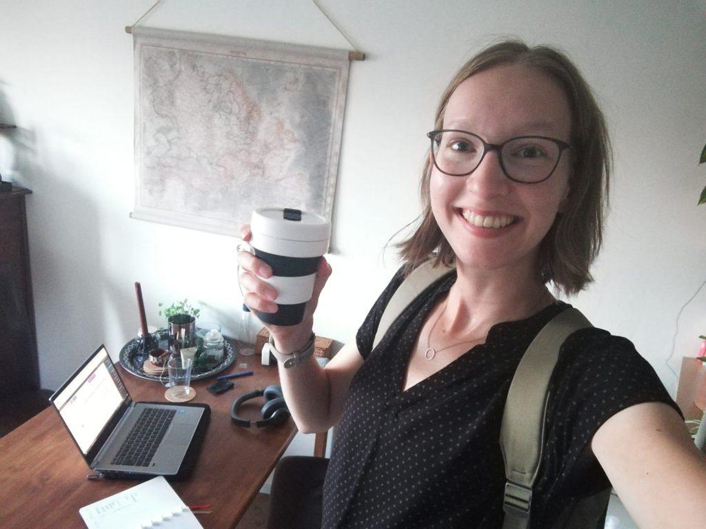 Dit jaar niet met tas en koffie op de fiets naar de colleges toe, maar thuis laptopje openklappen en van mijn eigen koffie nippen