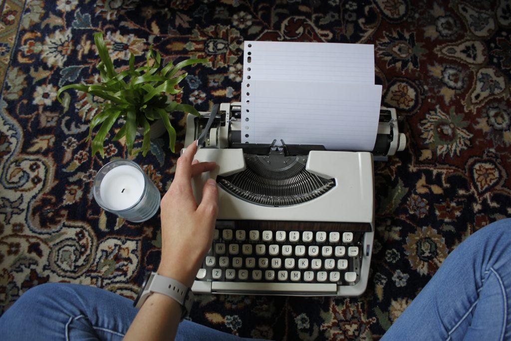 Soms vind ik het leuk om wat teksten op mijn typemachine te schrijven